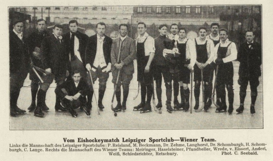 Фото 5. Команда Германии (в белых рубашках) в рамках подготовки к чемпионату мира-1913
