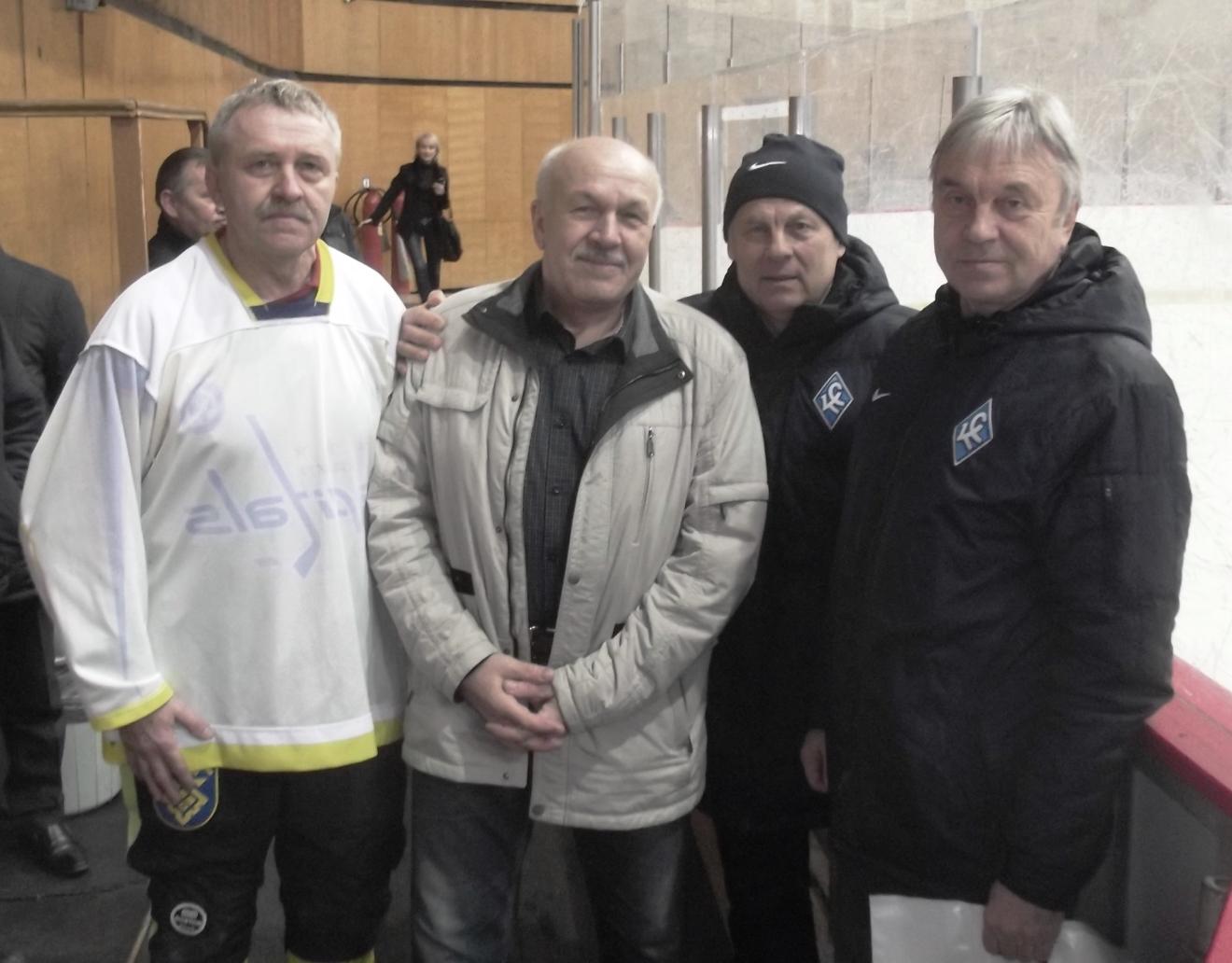 Организаторы и гости турнира, слева направо: Александр Плохов (председатель Федерации хоккея с мячом г. Тольятти), Евгений Красюков (тренер сб. Тольятти по хоккею с мячом), Равиль Аряпов и Валерьян Панфилов.