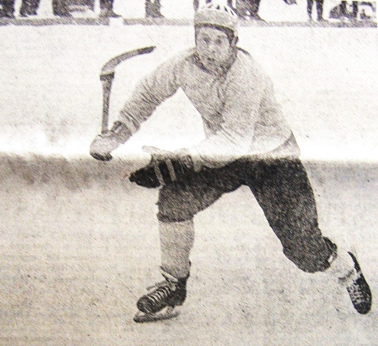 16 января 1973 г. Товарищеский матч в Катринохольме. В атаке великий швед «Бемпа» Эрикссон