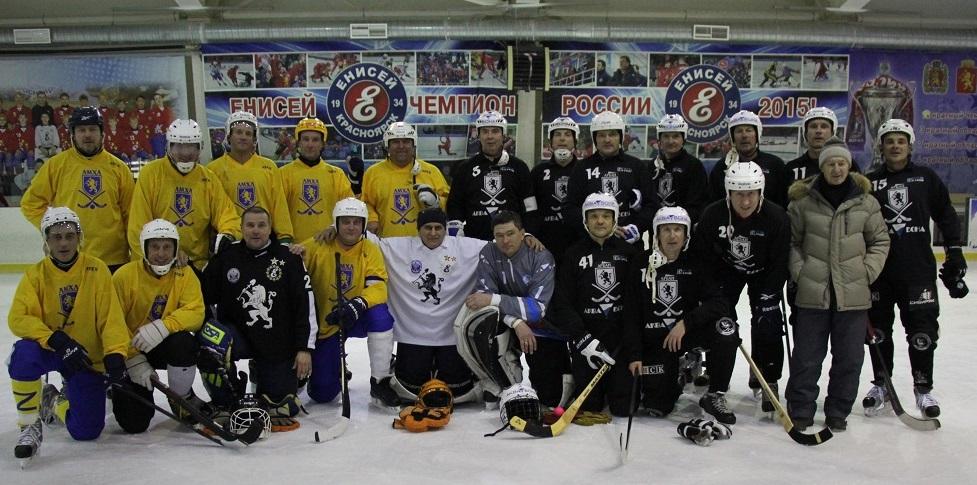 Красноярские команды «Красный Яр» (в жёлтой форме) и «Торпедо»