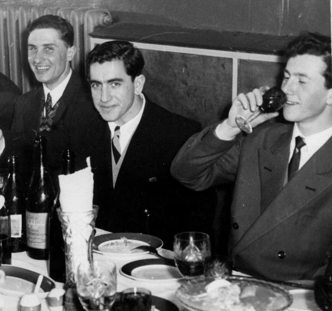 Фото из архива А. Фомкина. «Спортивное» застолье 50-х, слева направо: Александр Фомкин, Владимир Смирнов и Игорь Численко
