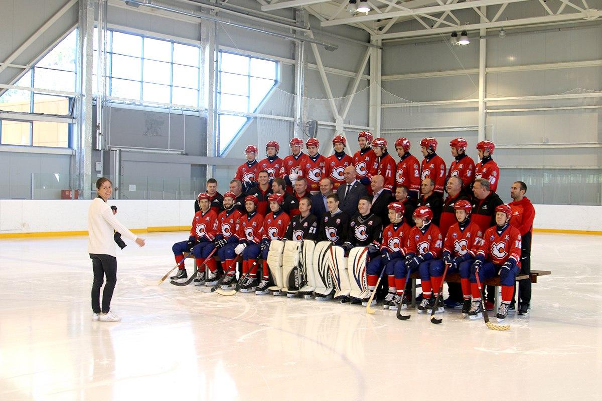 Снимок с фотосессии команды перед новым сезоном.