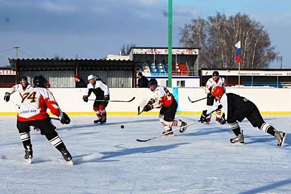 """Пласт. Хоккейная коробка стадиона """"Труд"""", на которой будут проходить игры ветеранов"""