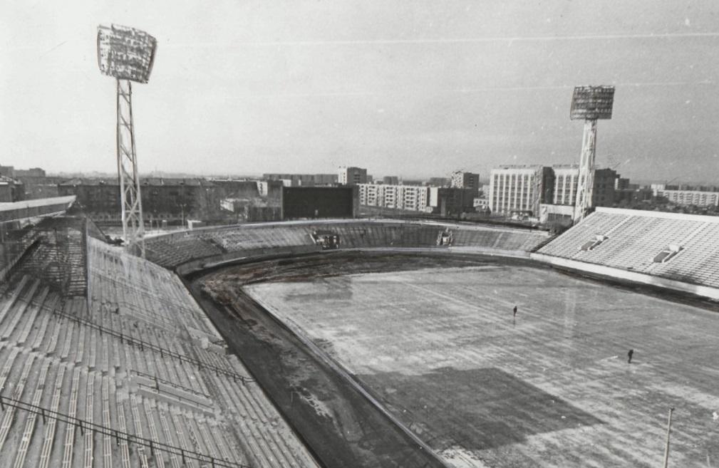 Стадион после реконструкции, 1987 год (Фото ГКУ РХ Национальный архив)