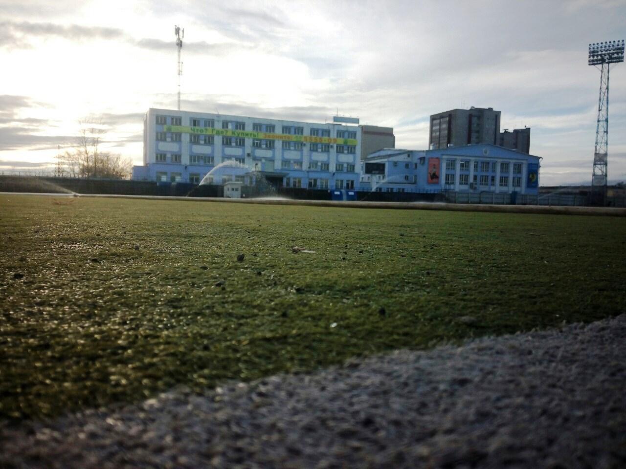 В Кирове приступили к заливке льда на стадионе «Родина»