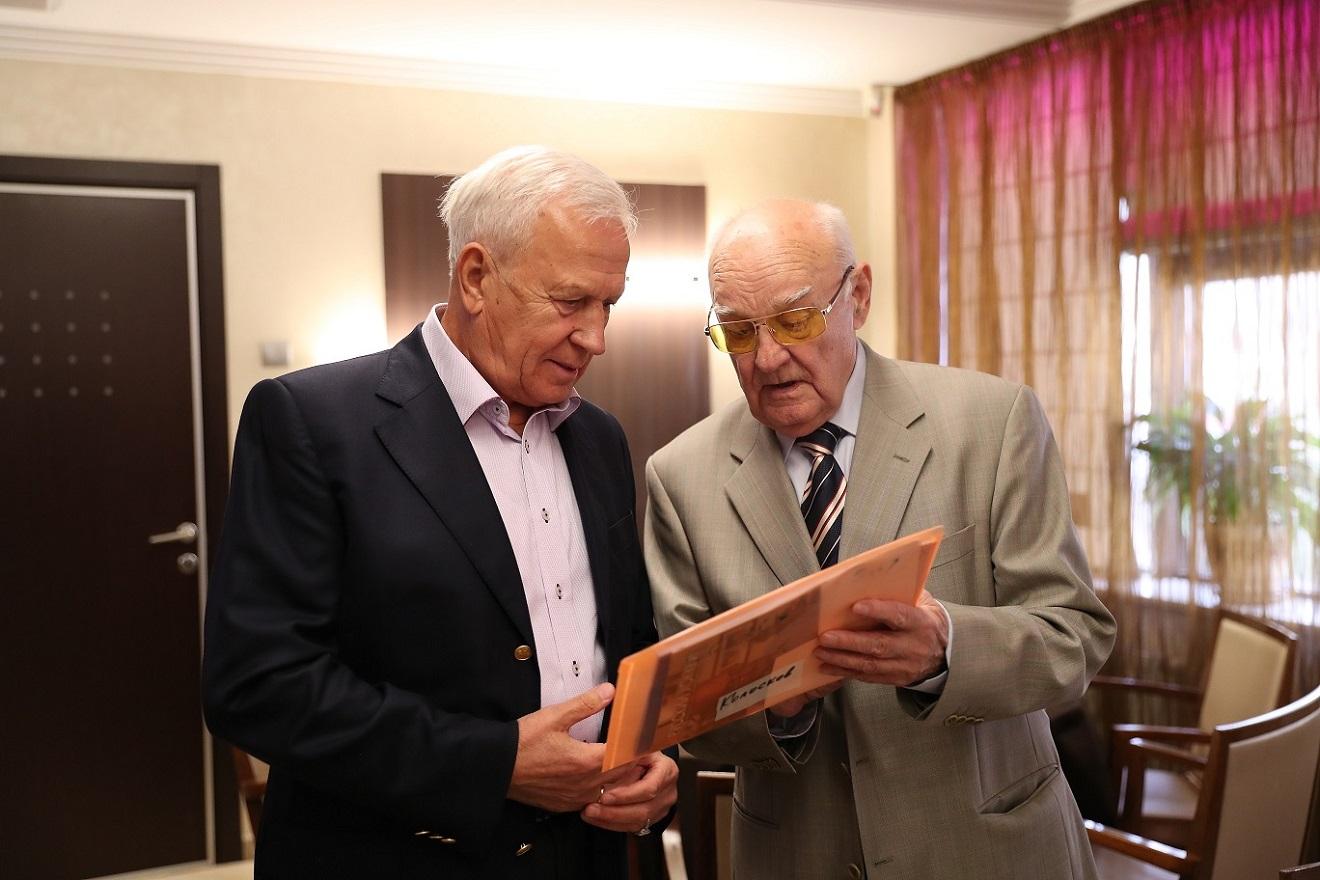 Альберт Поморцев и Вячеслав Колосков на торжестве, посвященном 80-летию почетного президента FIB и ФХМР.