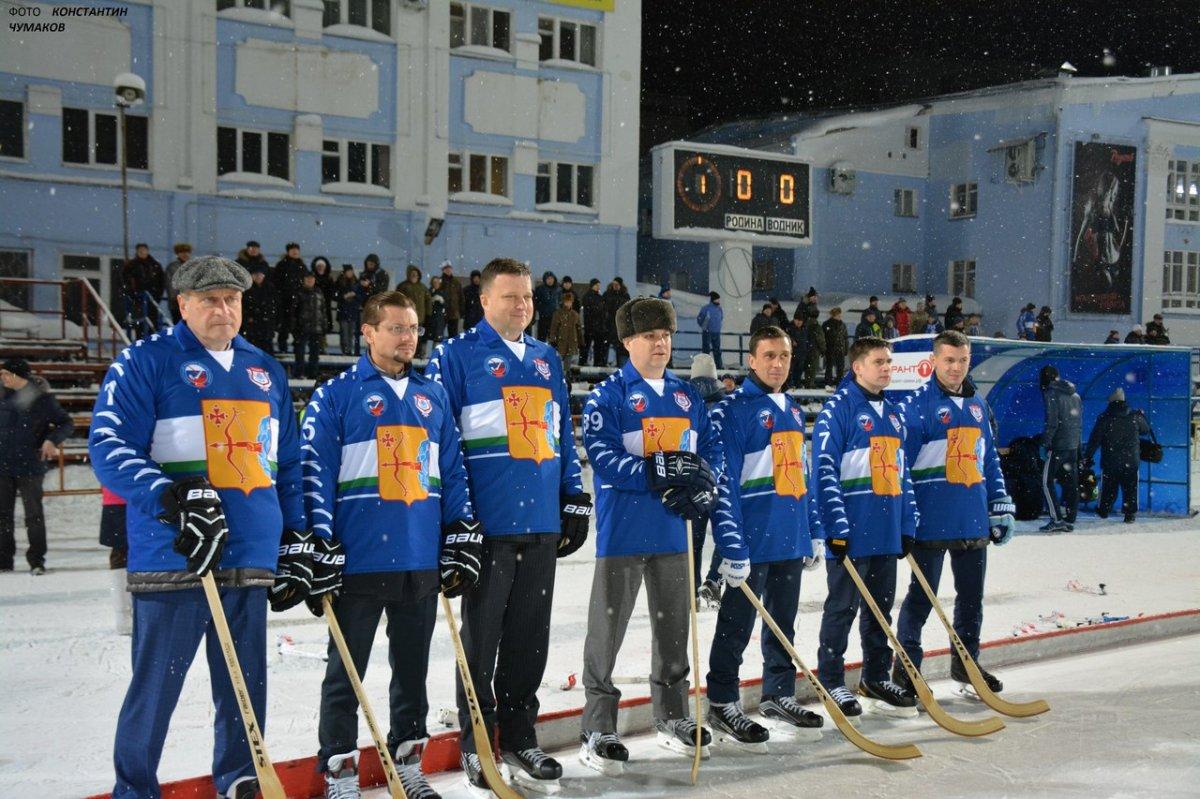 Игорь Васильев (крайний слева) перед матчем Суперлиги в Кирове (Фото Константина Чумакова)