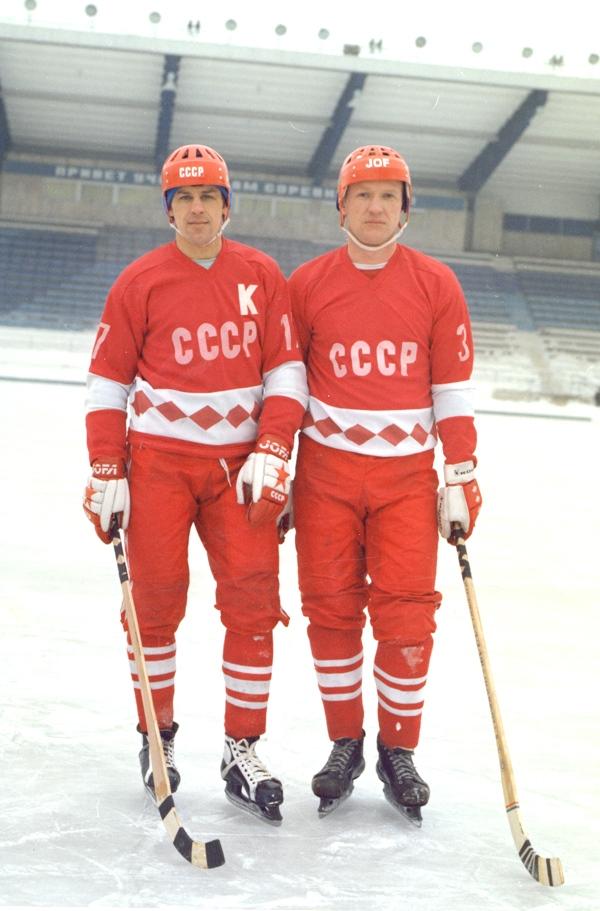 С Владимиром Плавуновым в форме сборной.