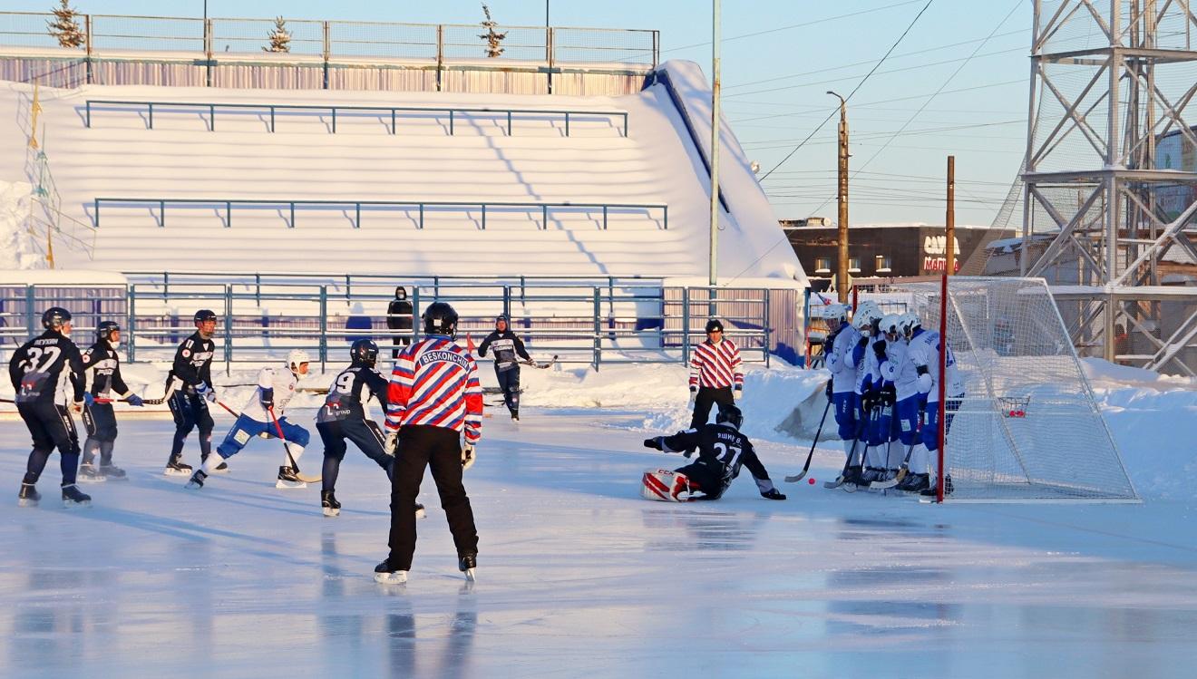 """Фото хоккейного клуба """"Родина""""."""